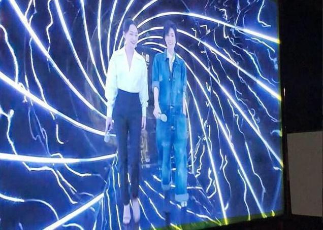 王菲(右)、周迅首度同台參與陸綜《幻樂之城》。(翻攝自微博)