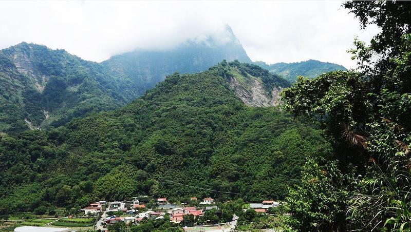 阿里山來吉村鄒族的聖山塔山,是靈魂安息處,費爾相信,兒子魯本長眠於此。