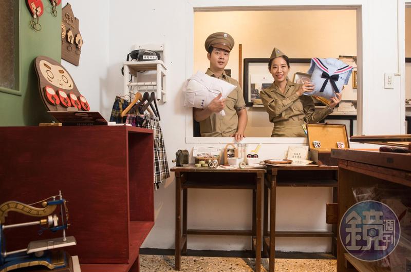 3年前,蔡佳霖(右)和弟弟蔡旺達(左)回家接班,將老家改為制服故事館。