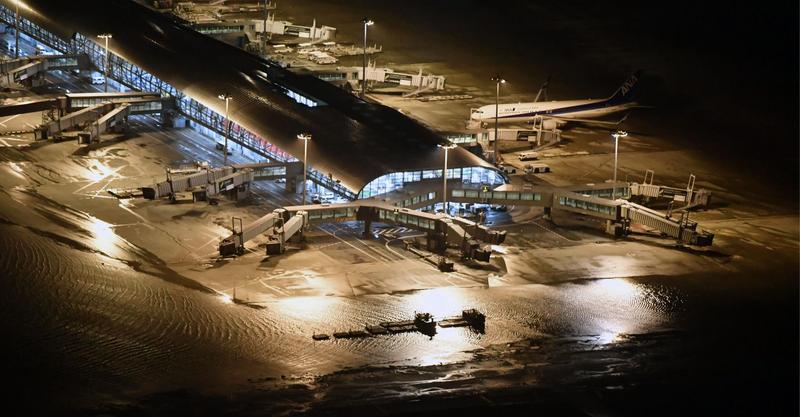 颱風燕子9月4日侵襲日本關西地區,導致關西機場癱瘓,直至今(7日)才開通部分國內線。(東方IC)