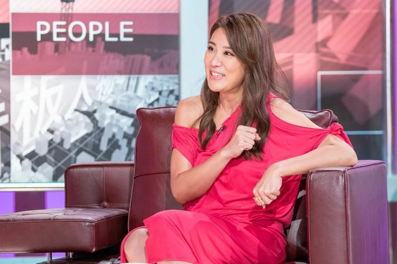 小禎上《TVBS看板人物》,透露堅持婚姻都是為了女兒的成長。(TVBS提供)
