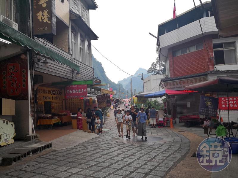 清安豆腐街路程不長,有許多豆製品專賣店。