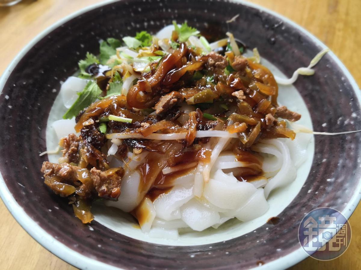 除了豆腐,也有「客家粄條」等客家人的料理。