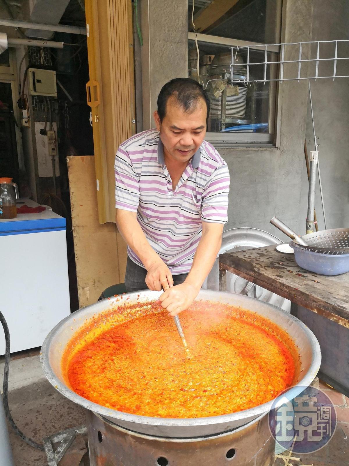 加入蒜香的自製辣椒。