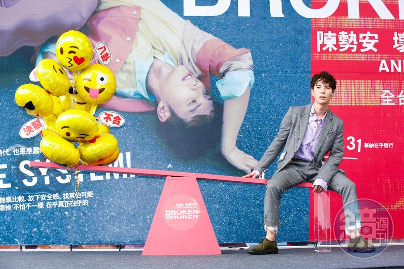 陳勢安今天在新光三越站前廣場舉辦《壞掉的我們》簽唱會,透露自己是易濕體質。