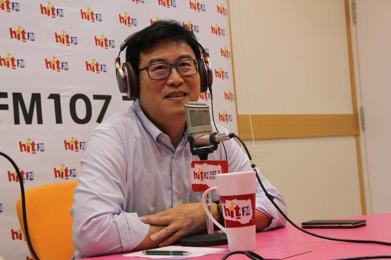 民進黨台北市長參選人姚文智今早接受電台主持人周玉蔻專訪。(Hit Fm《蔻蔻早餐》製作單位提供)