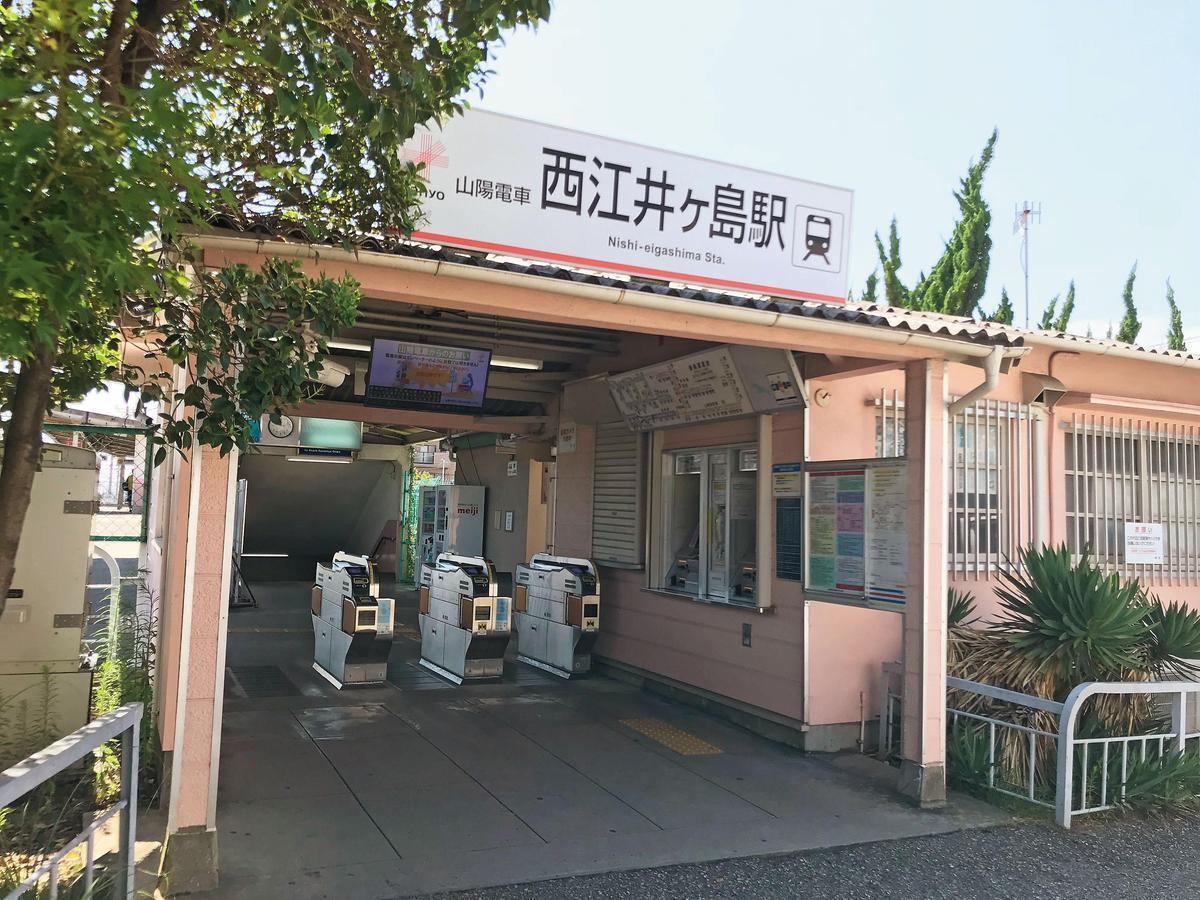 小巧可愛的西江井ヶ島車站外觀。