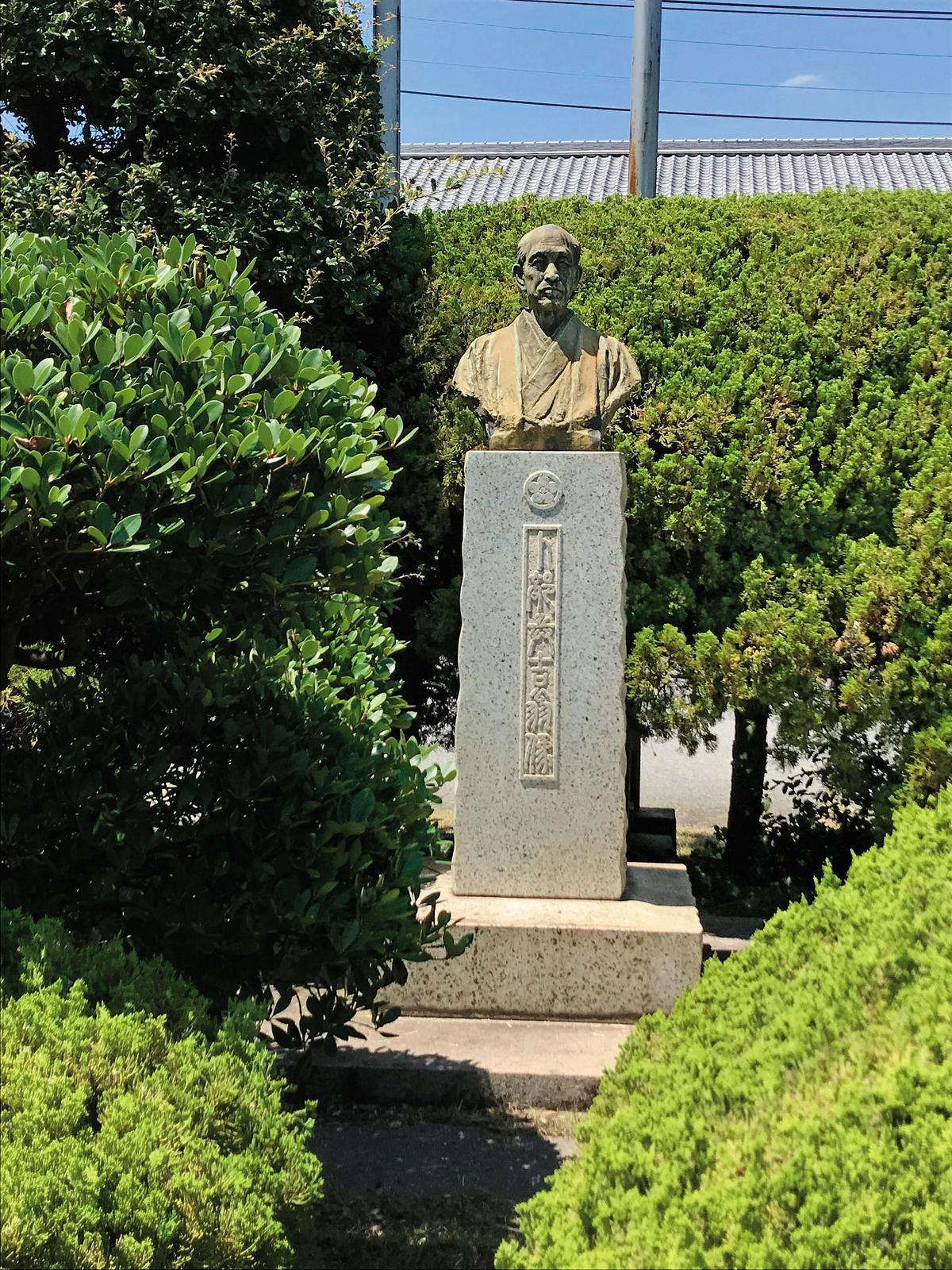 創辦人卜部兵吉的雕像,他於1888年(明治21年)創立了江井嶋酒造。