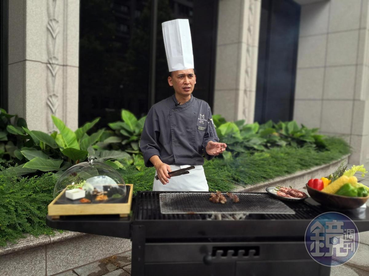 謝金龍建議,烤爐剛開始溫度較高,要先烤牛肉,後烤雞肉。