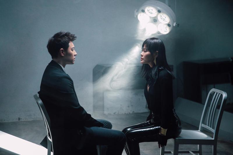 潘瑋柏推新單曲〈Moonlight〉 ,袁婭維助陣合唱更一起拍攝MV。(華納提供)
