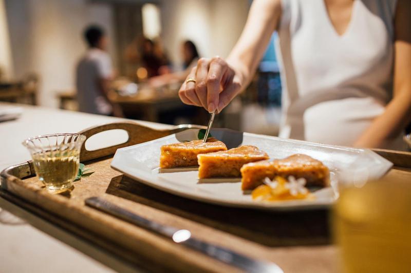 鴻海董事長郭台銘在私人會所低調舉辦家宴,將會所打造成「台灣夜市」小吃一條街。