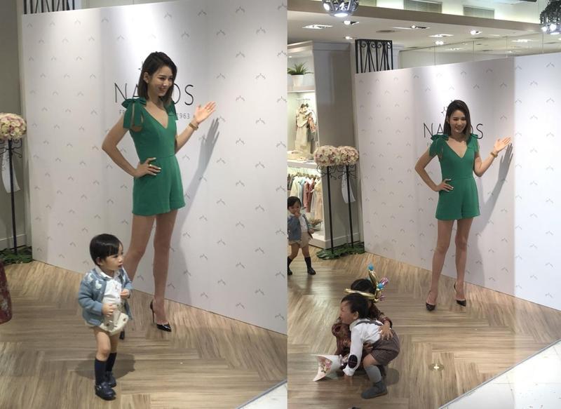 活動現場媒體想要為Melody拍獨照,但始終有小朋友在鏡頭前走動,形成有趣畫面。(讀者提供)