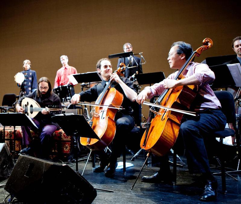 知名大提琴家馬友友(右一)將率「絲路合奏團」六度訪台,今年他個人演奏時間的長度會比往年稍長。(牛耳藝術提供)