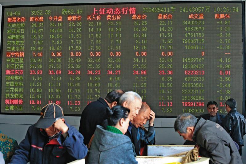 中美貿易大戰開打,中國股市傷重,不少投資人心生恐懼。(東方IC)