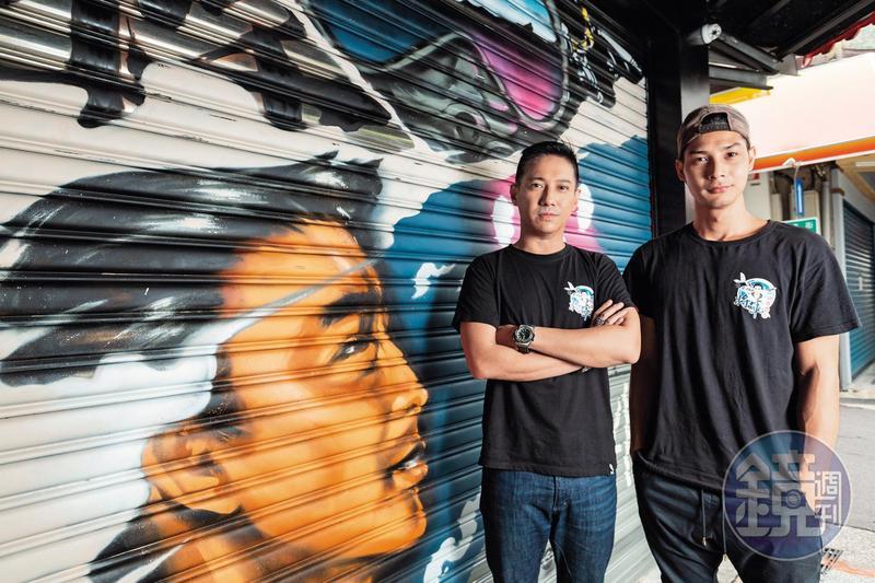 42歲的李信恩與26歲的鄭凱,2人年紀相差16歲,但卻是超級麻吉,一起經營「將軍養生麵館」。