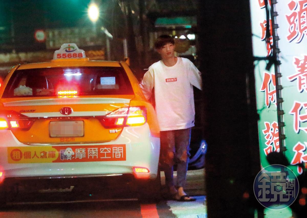 23:02,3人搭著計程車從新北市板橋飛奔到汐止,一路超速飆到時速150公里左右。