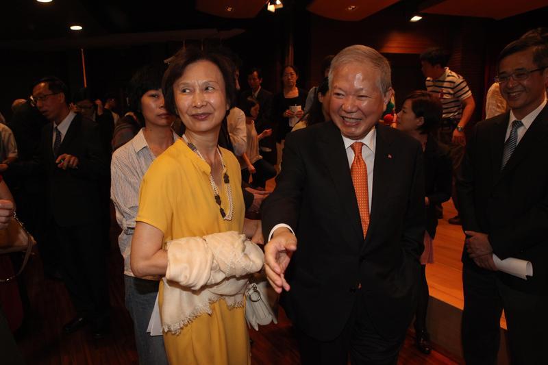 何壽川和張杏如夫婦感情和睦,兩人常聯袂出席公開活動。(本刊資料照)