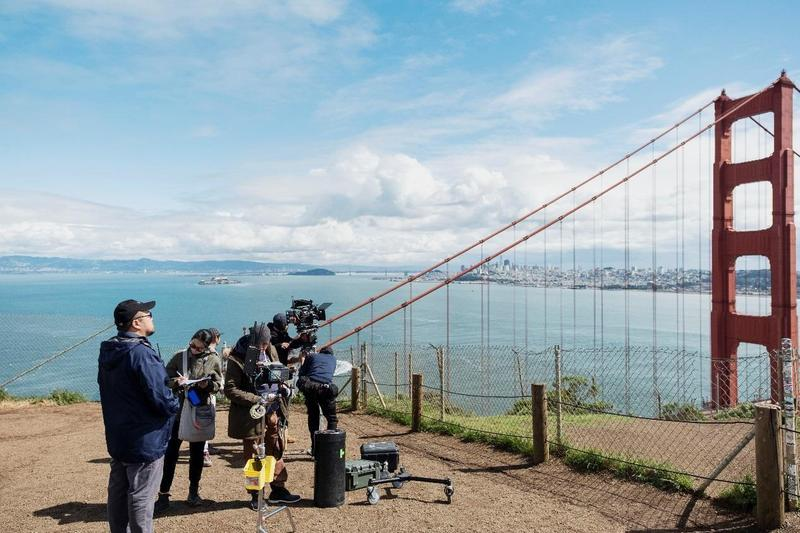 葉天倫與團隊赴舊金山取景,將當地最具代表性的金門大橋收錄劇中。(青睞提供)
