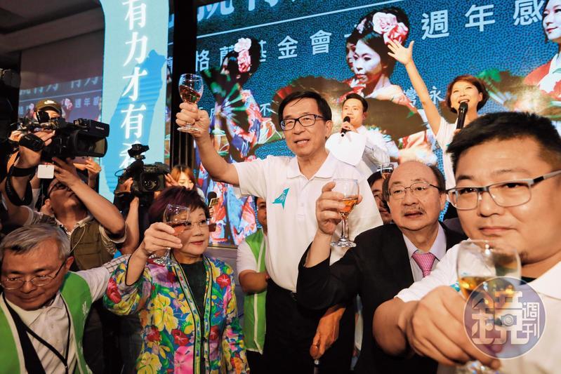 保外就醫返家後的陳水扁不甘寂寞,今年出席了凱達格蘭基金會募款餐會。