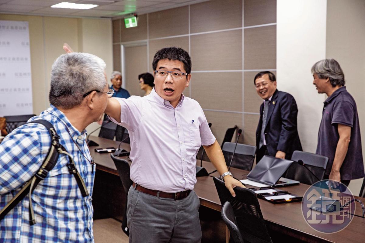 促轉會祕書處研究員蕭吉男在張天欽召集的會議中,贊同張的做法,更喊出響亮口號:「投侯友宜就是投汙垢一票。」