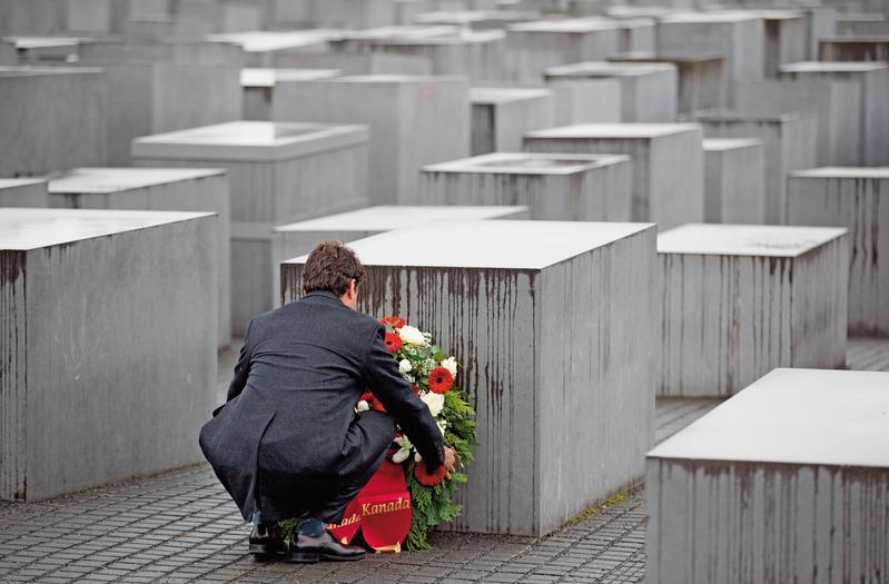 促轉會借鏡德國轉型正義經驗,將成立國內第一間「政治創傷療癒中心」,讓政治受難者及家屬心靈得以撫慰與平復。圖為德國被害猶太人紀念碑。(東方IC)