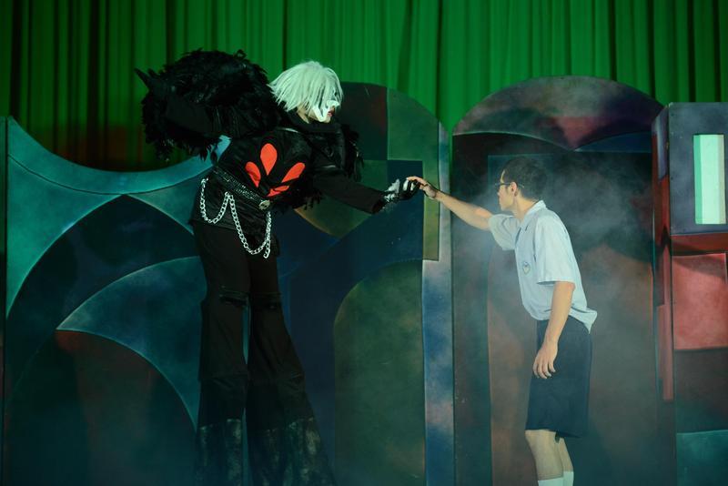 紙風車青少年反毒戲劇工程以參演互動式劇場《拯救浮士德》深入台灣各所國中。(紙風車劇團提供)