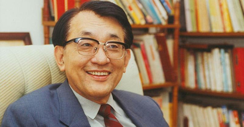 沈君山是科學家、教育家、散文家,也是圍棋和橋牌的高手,一生多才多藝、瀟灑不羈。(翻攝自清華大學網站)