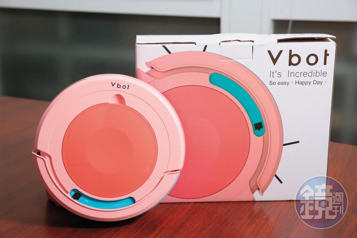 松騰除了幫國際品牌代工,也做自有品牌Vbot,機型為業界最多。(Vbot R8果漾機,4,280元/台)