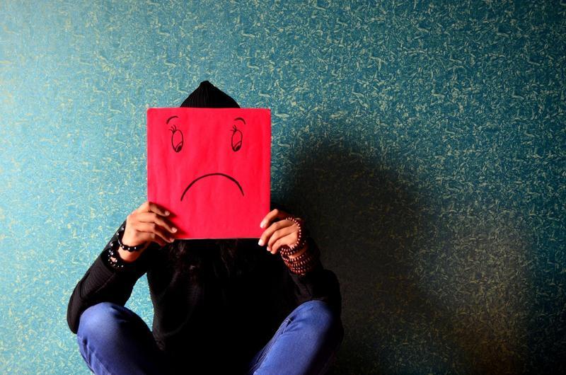 最新研究指出,憂鬱症患者用詞也會變得跟發病前不同。(Pexels)