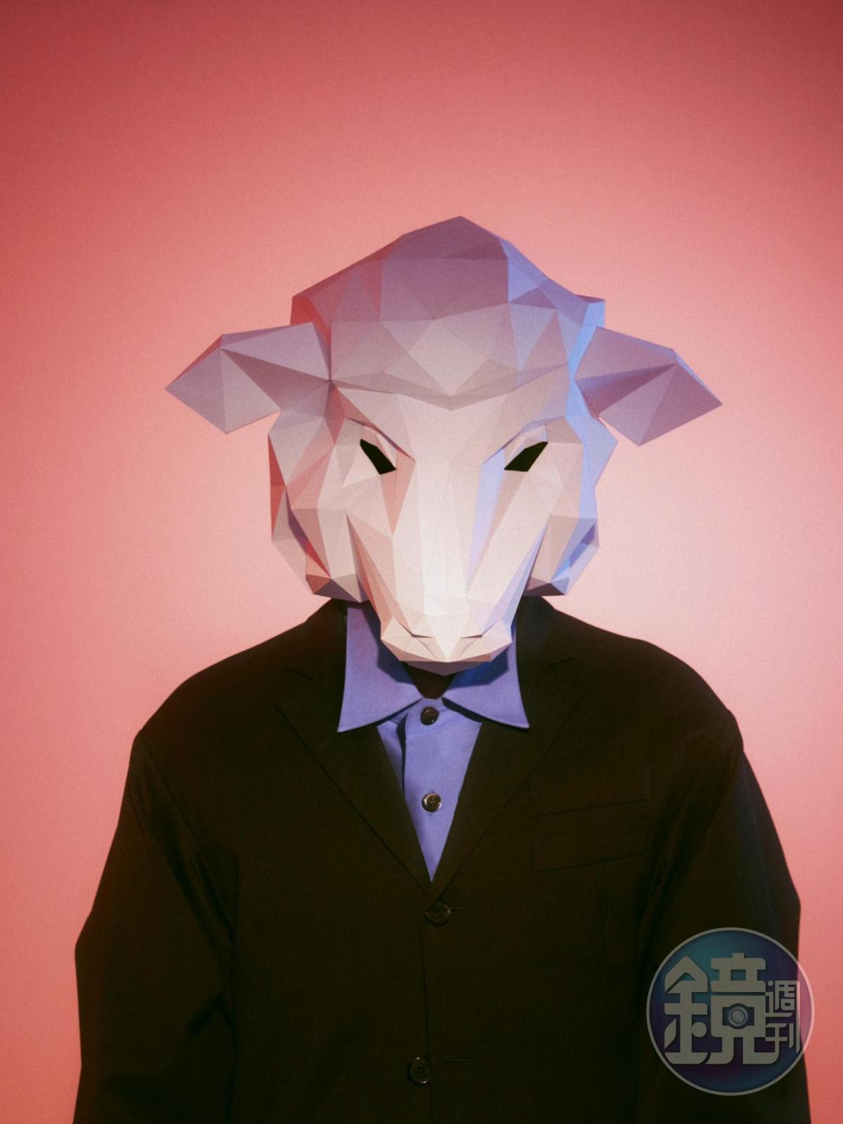 同名主打歌〈親愛的怪物〉,靈感來自炎亞綸這兩年來對網路的觀察。(華研提供)