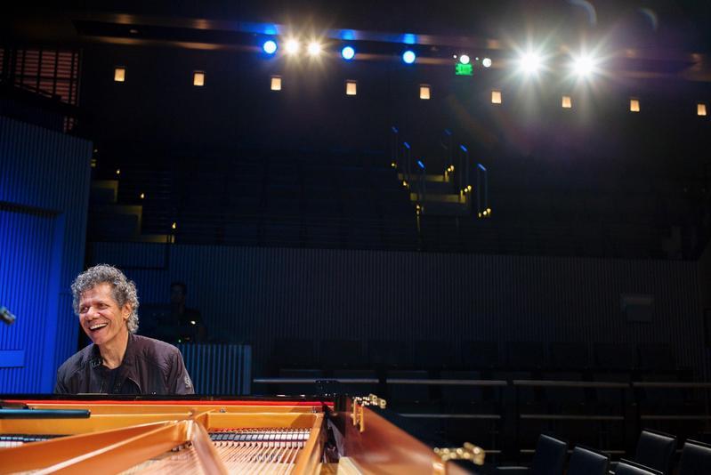 美國爵士鋼琴家奇克柯瑞亞將於11月來台舉行個人獨奏會。(牛耳藝術提供)