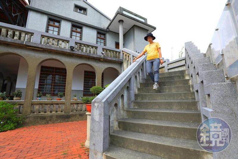 美術館命名的靈感,來自於這座扶手有方有圓的階梯。