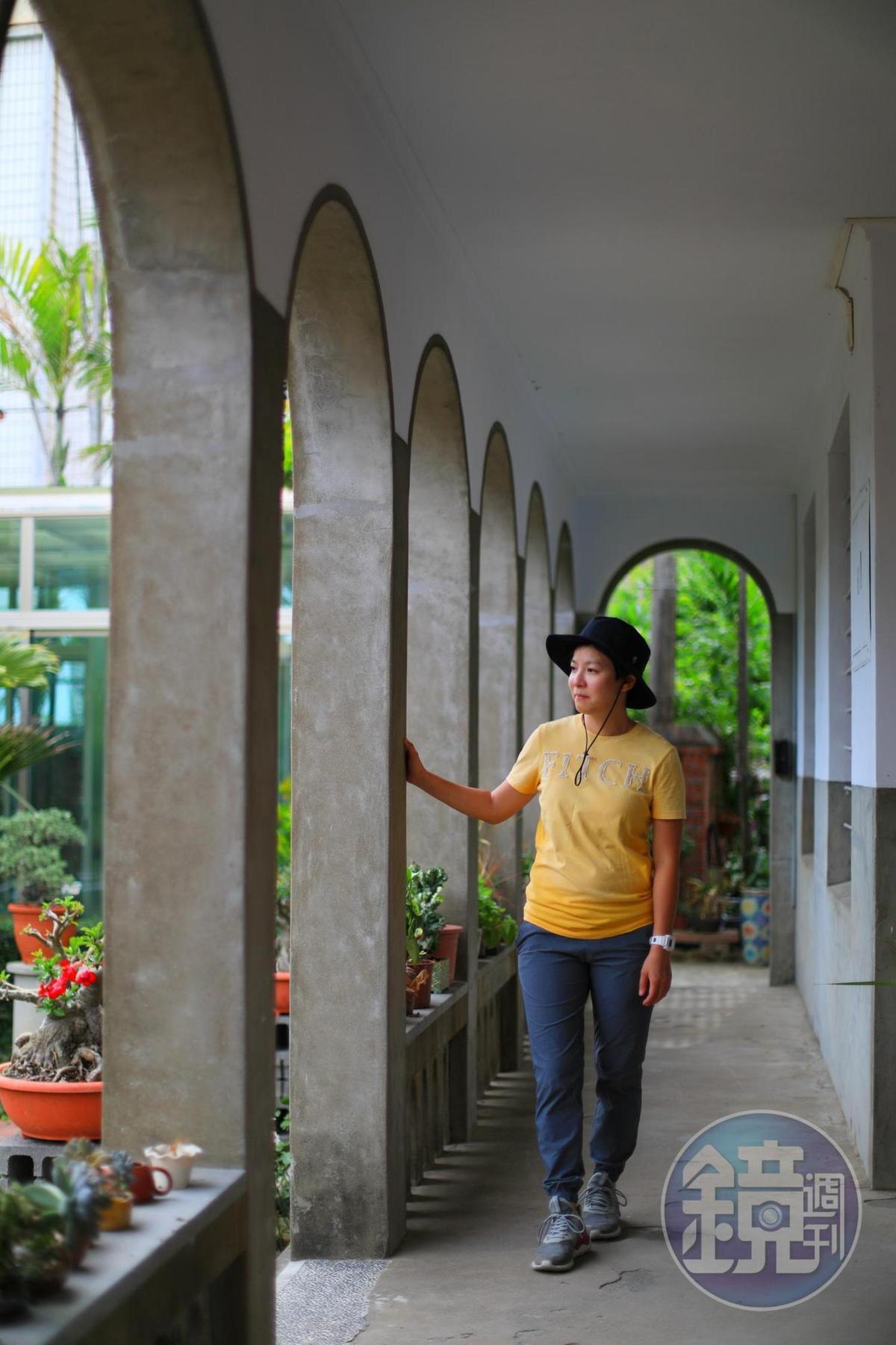 黃清舞故居後的迴廊設計古典雅緻。