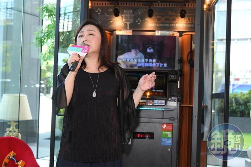 鄭怡會主持又會唱歌,可惜與奬項無緣。(三立提供)