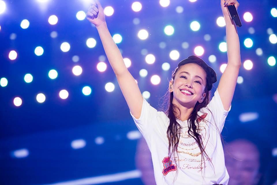 去年宣佈將在2018年9月16日引退的安室,這一年時間留下不少作品努力曝光回饋歌迷。(翻攝自安室奈美惠臉書)