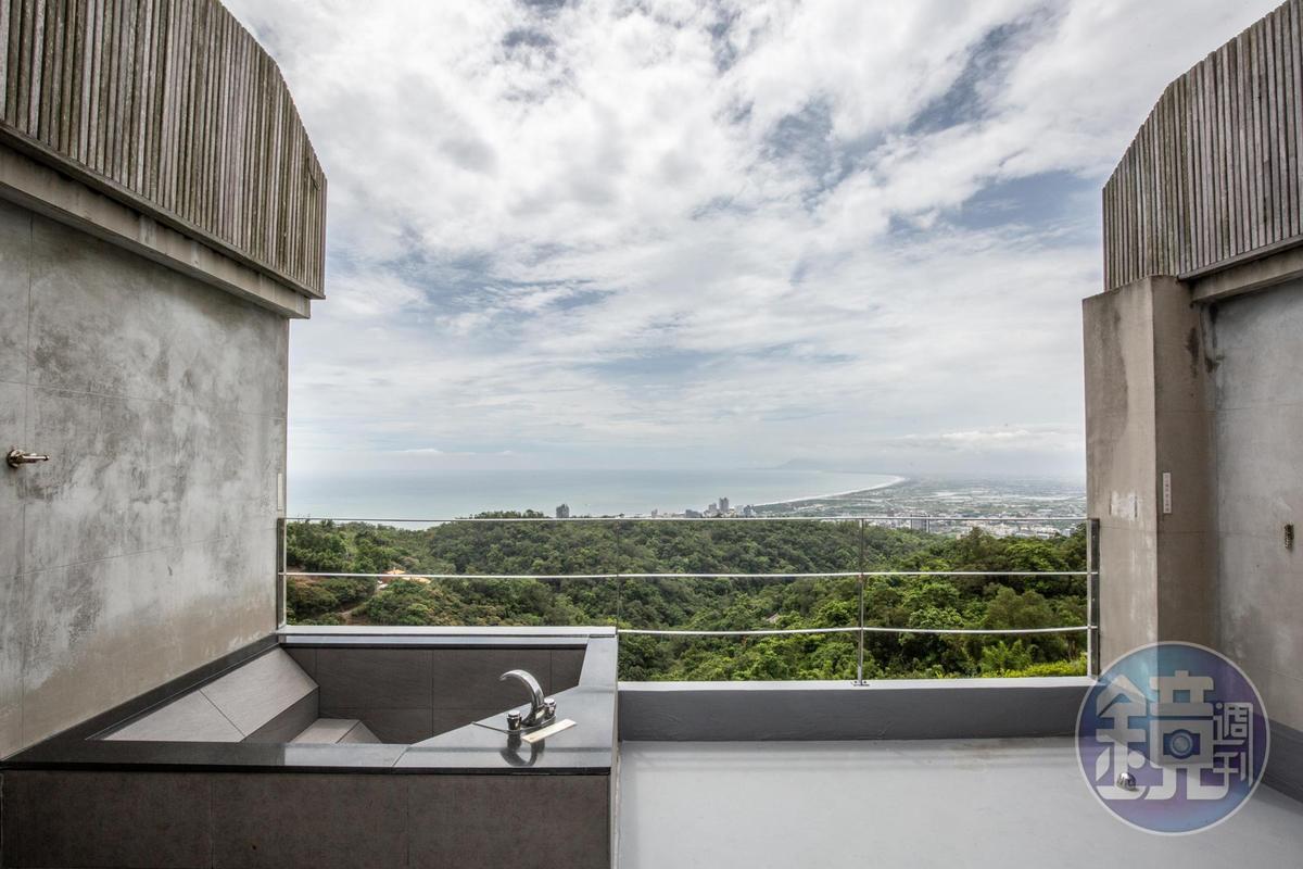 「樓中樓觀景套房」2樓室外還有泡澡池,十分特別。