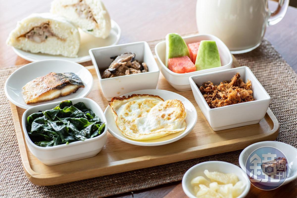 以民宿內種植的植物為主材料製作的早餐,健康營養。