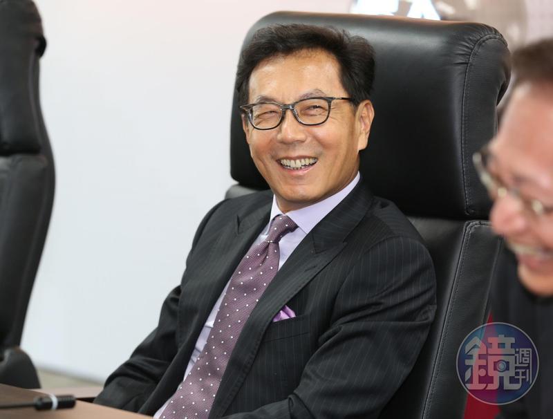 台灣大拿下世界指數全球電信業第一名,讓董事長蔡明忠很開心。