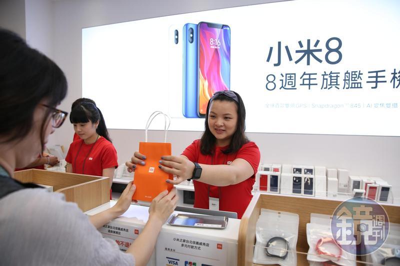 小米實體門市小米之家信義威秀店本週六正式營運,是台灣第三間小米之家、第七間實體門市。