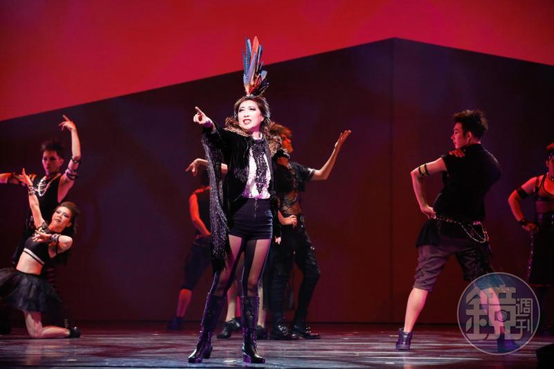 《吻我吧娜娜》2018經典復刻版由黃嘉千詮釋大女人郝麗娜。