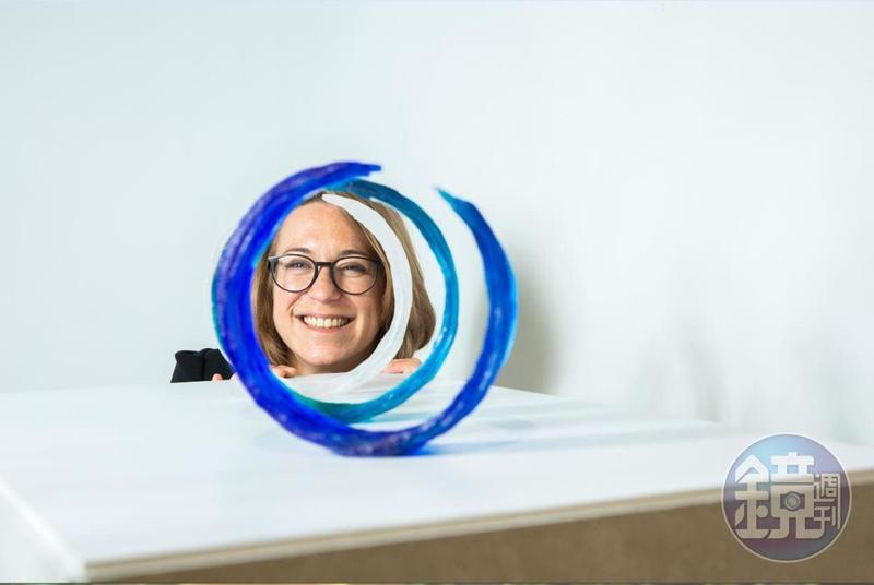 34歲的茱麗葉.勒彼里耶個性就和她的玻璃作品一樣迷人。
