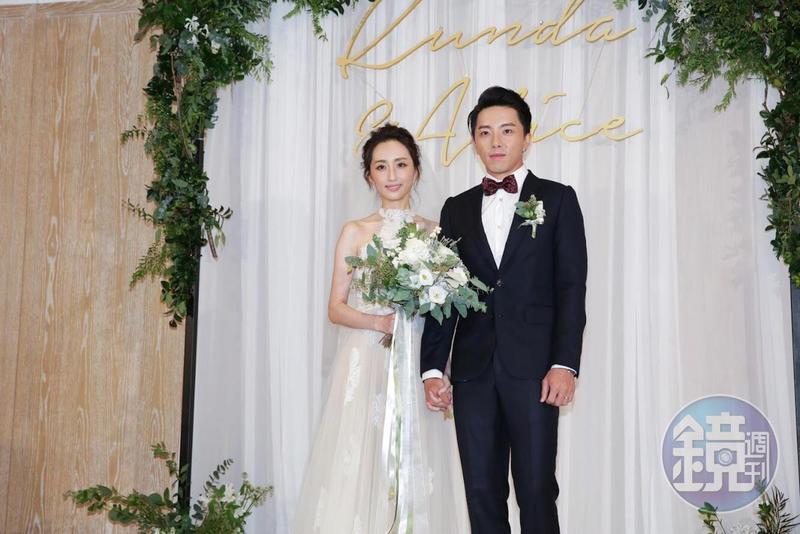 謝坤達與柯佳嬿婚禮於15日中午舉辦,小倆口首次以夫婦身份面對媒體一臉緊張。