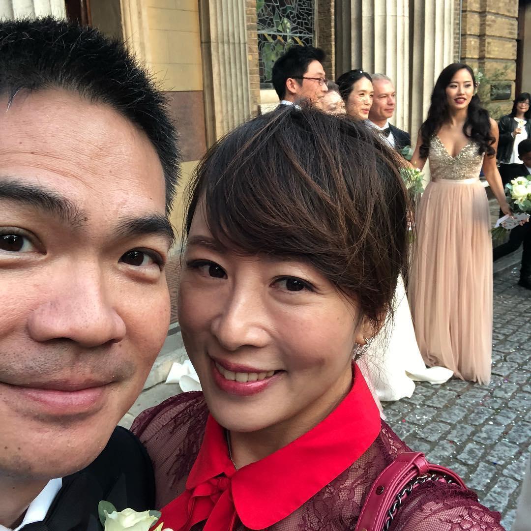 連詠心二哥連勝武與妻子路永佳赴倫敦參加連詠心婚禮。(路永佳IG)