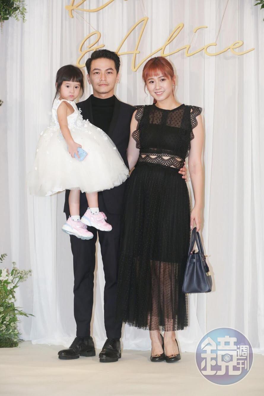 楊銘威與方志友夫婦帶著女兒亮相。