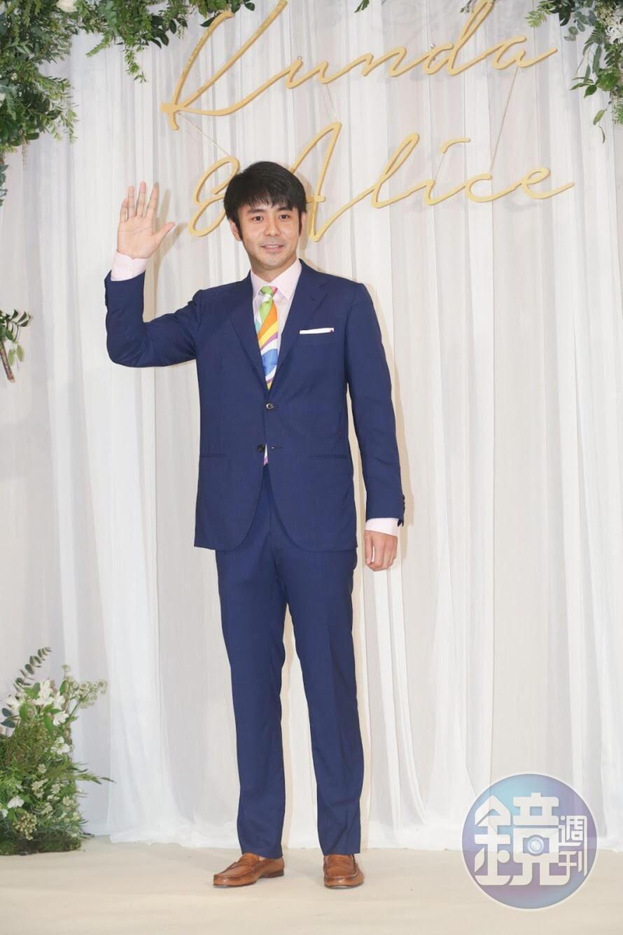 劉子千早早現身婚禮現場展現誠意。