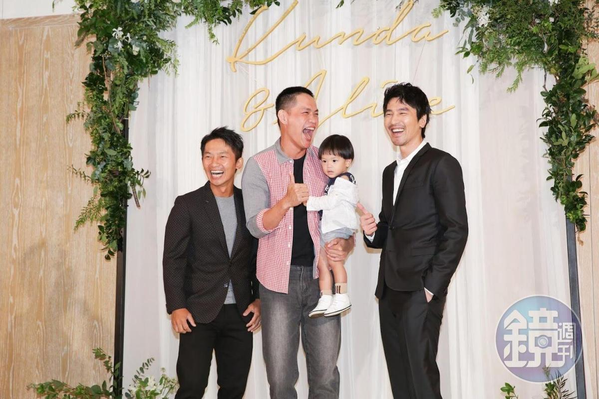 趙又廷、黃鐙輝、蔡昌憲的「艋舺幫」成員一起亮相,兄弟相聚吃喜酒笑聲不斷。