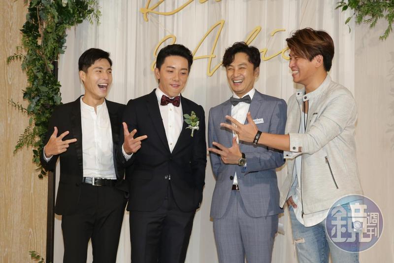 阿弟(右起)、書偉、坤達及小剛在婚禮重聚,已經十多年沒有一同演出。