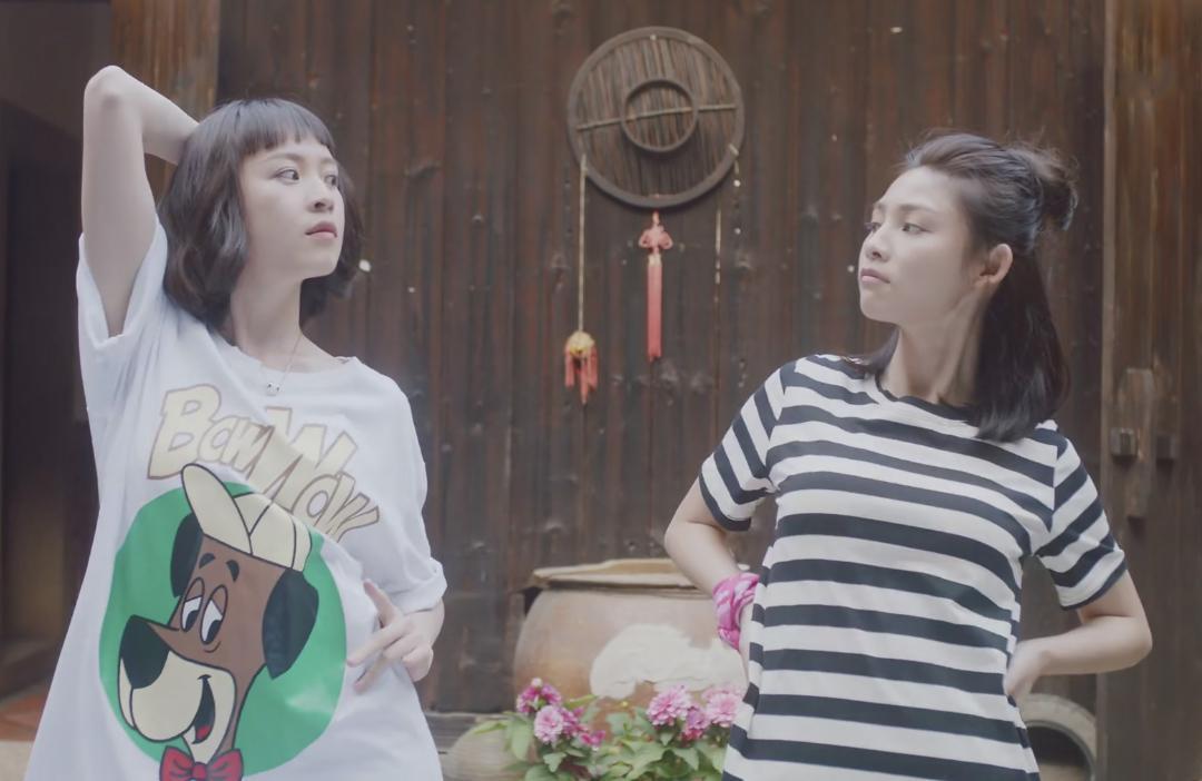 常立琳飾演校花「馮冰冰」,在一次的意外之中與小吃店女漢子「花姐」靈魂互換,交換了彼此的人生。(FUNS MEDIA提供)