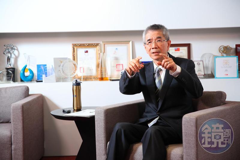 在房地產業打滾多年,周俊吉認為未來房市將持平發展。