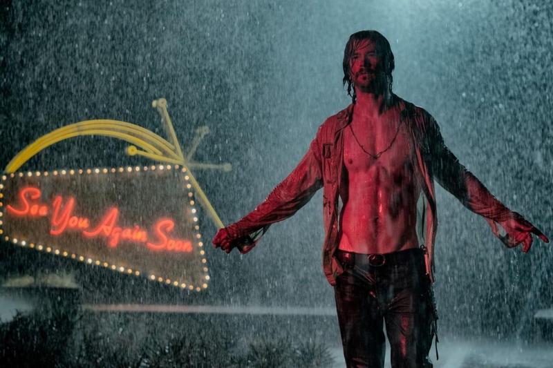 「雷神索爾」克里斯漢斯沃在《壞事大飯店》中有其性感耍廢的一面。(金馬執委會提供)